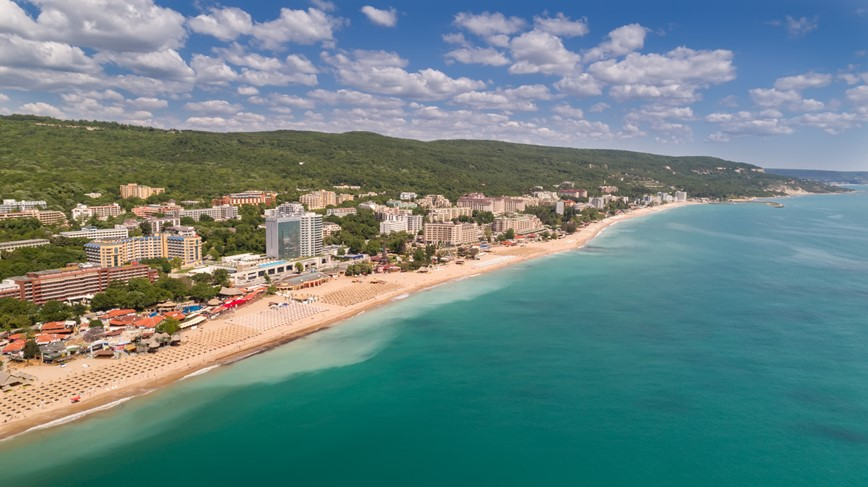 7_Bulharsko-Zlaté-Písky-shutterstock-Aerial view of the beach and hotels in Golden Sands
